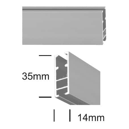 Profil (tyč s drážkou) v barvě satin stříbrná se používá pro sestavu garnýže Square.