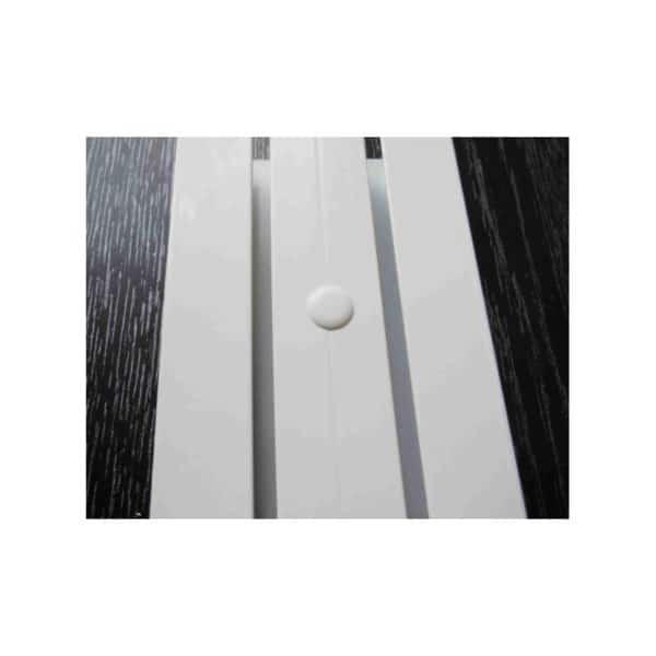 Krytka montážnícj otvorů pro záclonové kolejnice.