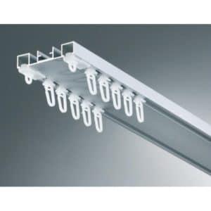 Záclonová alu dvoukolejnice AL360 určená pro stropní montáž s širší roztečí mezi drážkami.