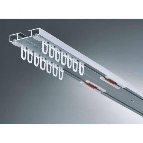 Záclonová ALU dvoukolejnice AL363 určená pro stropní montáž v barvě bílé s možností osazení systémem Marathon pro snadnou výměnu záclony a závěsů.